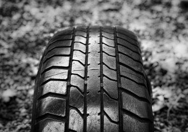Rouler avec des pneus usés : quelles conséquences ?