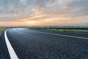 Route vide coucher de soleil